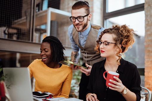 Millennials são os mais difíceis de agradar, dizem gestores de viagem