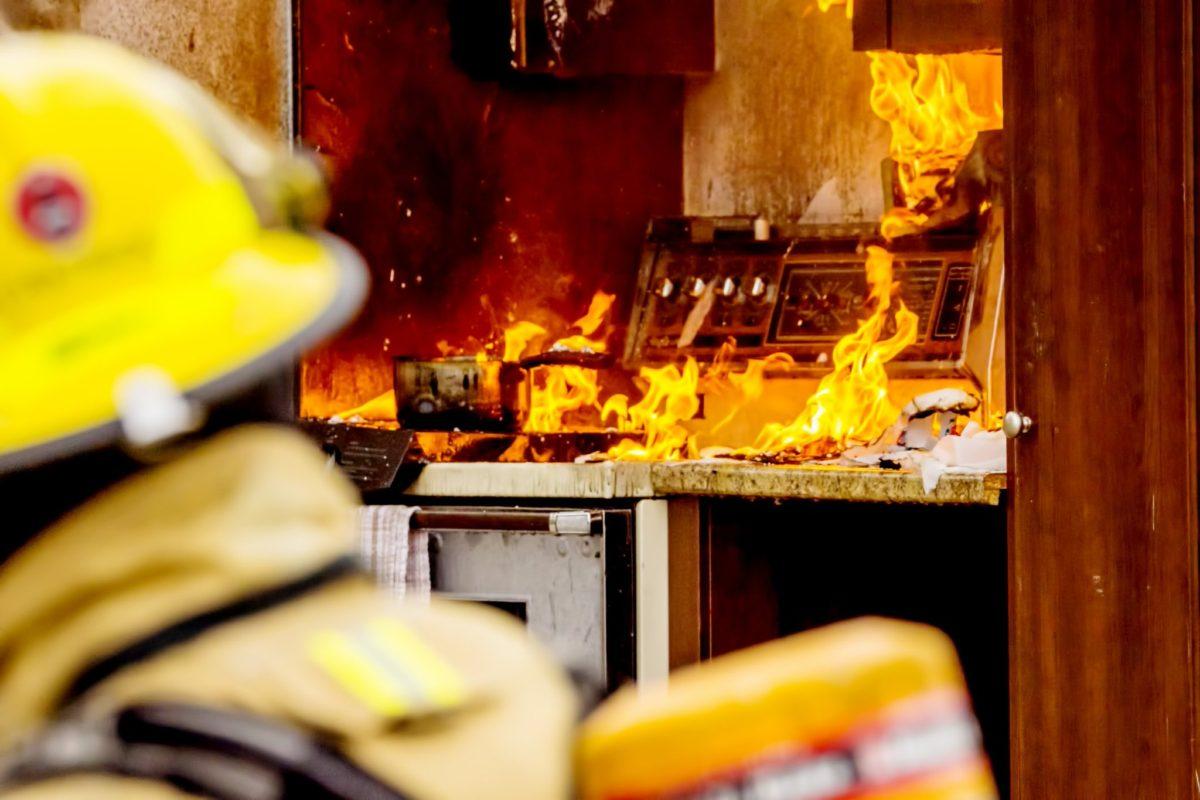 Incêndio atinge hotel de luxo em Londres