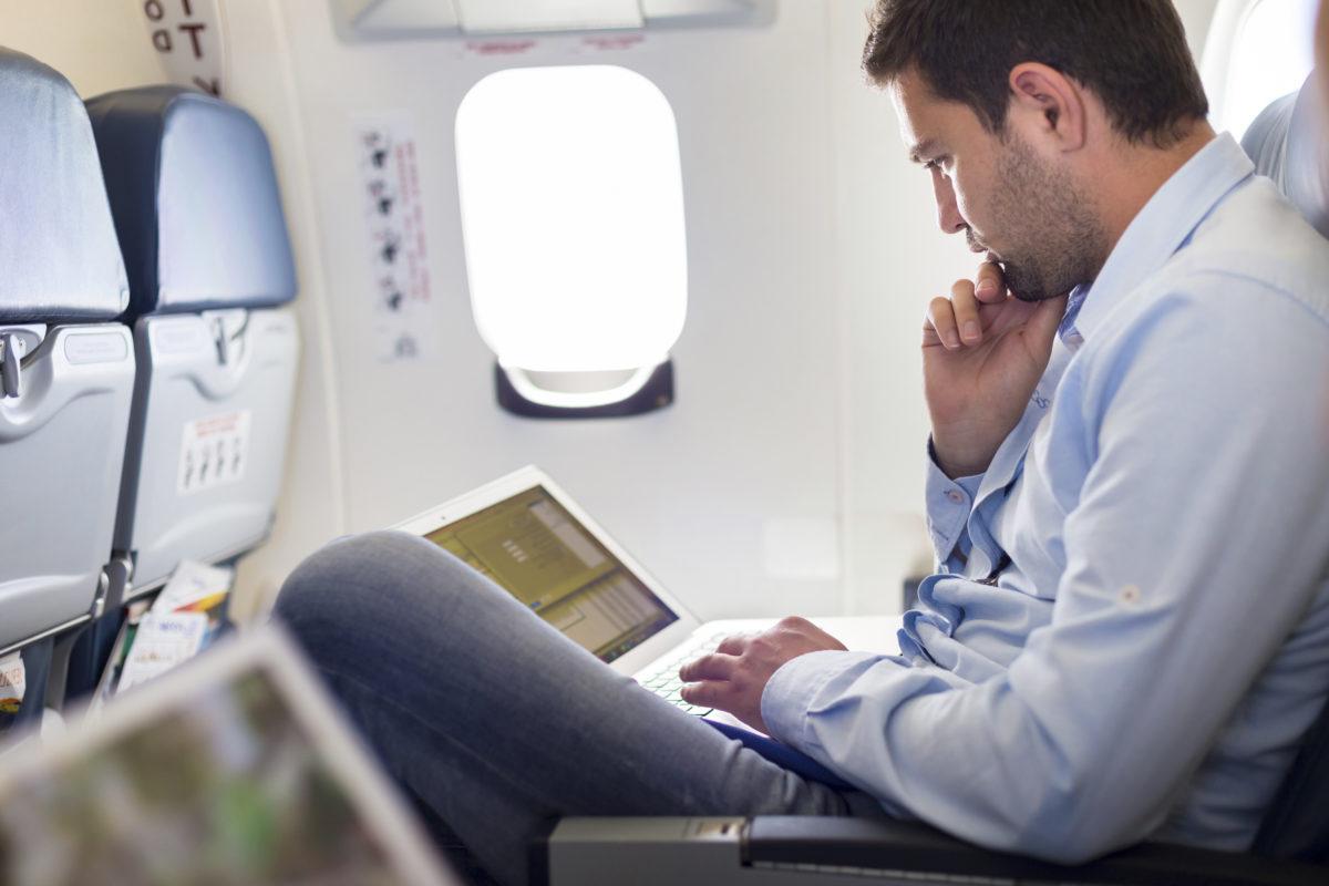 Você sabe por que o Wifi do avião às vezes não funciona?