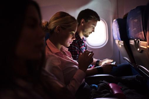 6 dicas para uma viagem menos cansativa de avião