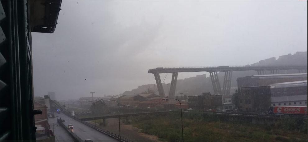Ponte desaba a 100 metros de altura e deixa mortos na Itália